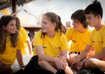 7Niños hablando en el Campamento de Formentera
